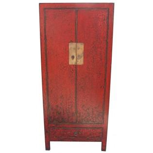 Antike rote Kleiderschrank