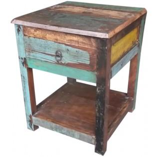 Holz-Nachttisch bestehend aus recyceltem farbigen Holz