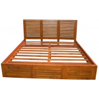 Bed in light mahogany