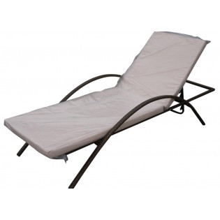 High-quality outdoor lounge chair with aluminum frame and covered in Polyrattan