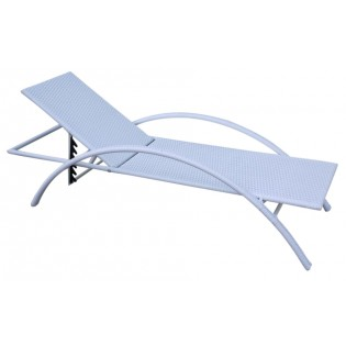 High-quality deck-chair for outdoor use with aluminum frame and covered in Polyrattan