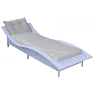High-quality elegant light deck-chair for outdoor use with aluminum frame and covered in Polyrattan from China