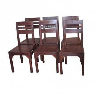 Chaise en bois massif
