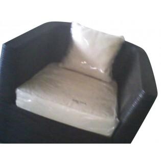 poltrona con base quadrata in rattan con cuscino
