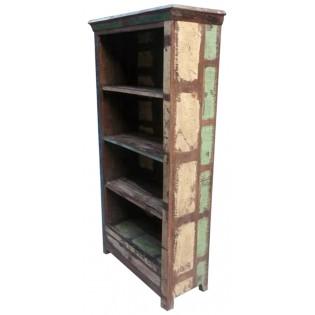Libreria indiana con pannelli di legno colorato di recupero