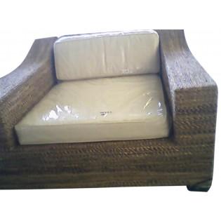 sofa pequeno de madera platano con cojines