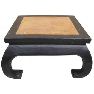 mesa de centro con inserciones de mimbre