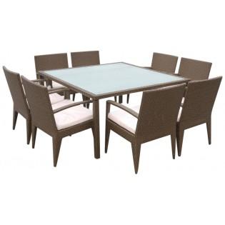 Set para exteriores que consiste de una mesa y 8 sillas