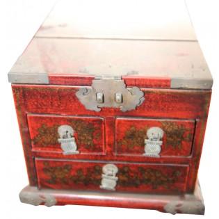 Caja china con decoraciones